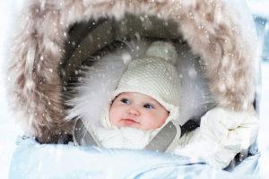 Novorozenec v zimě